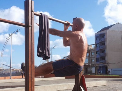 One-arm-towel-assisted-pull-ups-and-eccentrics