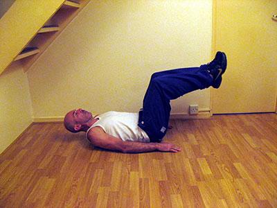 Подъем коленей лежа